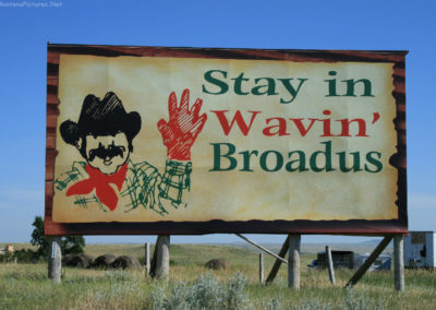70107 broadus 0496 wavin sign_MontanaPictures_Net