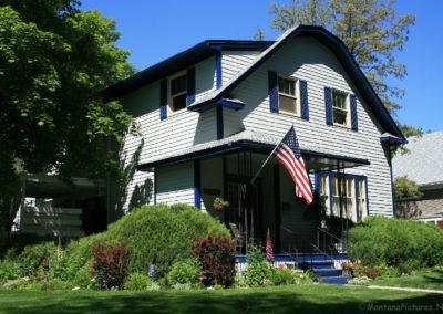 61112 kalispell conrad 2267 blue trim flag corner_MontanaPictures_Net