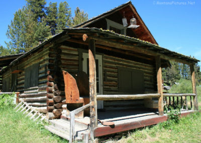 61216 garnet town 3229 cabin bird feeder_MontanaPictures_Net