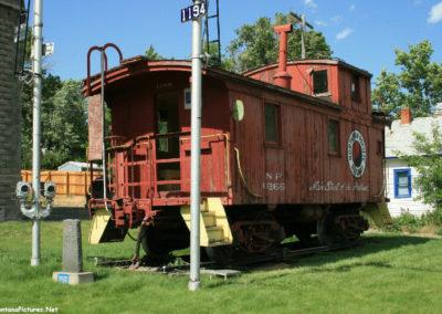 71008 liv train 7283 caboose_MontanaPictures_Net