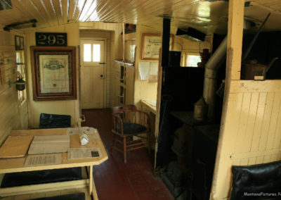 71008 liv train 7290 caboose stove_MontanaPictures_Net