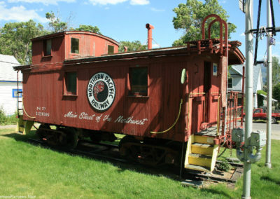 71008 liv train 7303 caboose side_MontanaPictures_Net