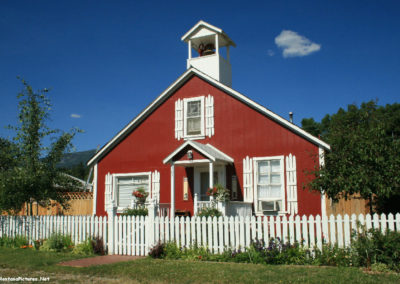71309 darby town 0236 red house_MontanaPictures_Net