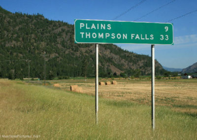 61012 paradise 2860 highway sign_MontanaPictures_Net