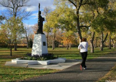 100907 gf statue runner 3082_MontanaPictures_Net