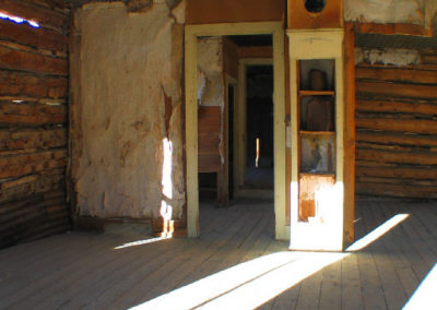 12305 bannack wallpaper house interior_MontanaPictures_Net