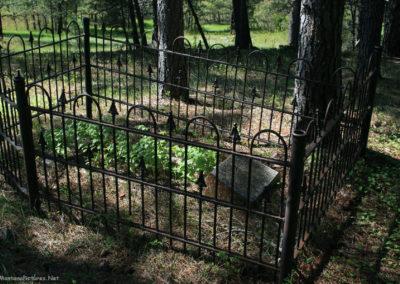 60311 zortman cemetery 2591 metal plot_MontanaPictures_Net
