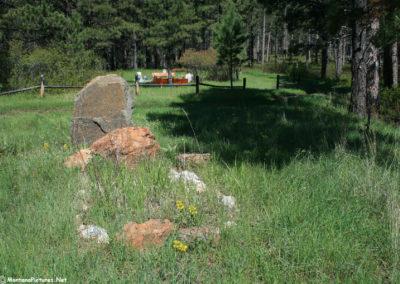 60311 zortman cemetery 2634 rock grave_MontanaPictures_Net