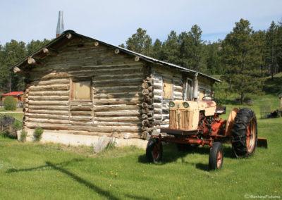 60411 belknap landusky 3444 tractor cabin_MontanaPictures_Net