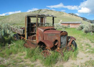 62203 International 2444 Truck_MontanaPictures_Net