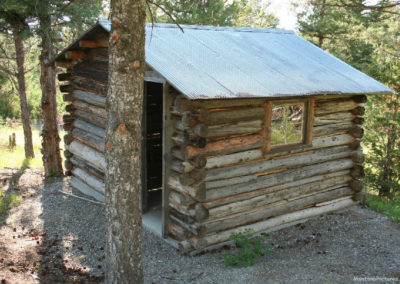 70113 shorthill caretaker 1594 cabin shade_MontanaPictures_Net