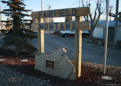 30709 fairfield 4166 wood sign_MontanaPictures_Net