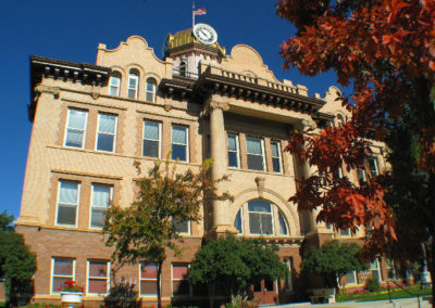 92504 lewistown courthouse red_MontanaPictures_Net