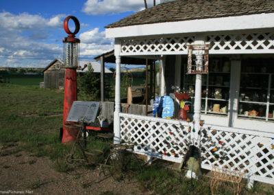 60610_83010 virgelle town 8572 merc porch_MontanaPictures_Net