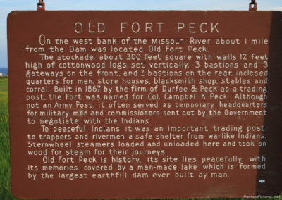 62511 ft peck 6889 town sign sunset read_MontanaPictures_Net