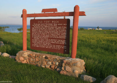 62511 ft peck 6890 town sign sunset far_MontanaPictures_Net