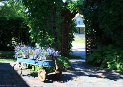 62607 glendive house rr garden wagon 1591_MontanaPictures_Net