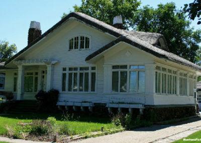 62607 glendive house windows 1620_MontanaPictures_Net