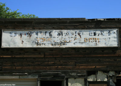 70207 boyes stockman bar sign_MontanaPictures_Net