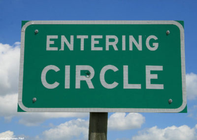 70711 circle enter 0723 sign_MontanaPictures_Net