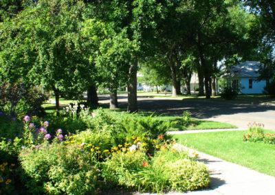 80506 sidney 8463 frontyard flowers_MontanaPictures_Net