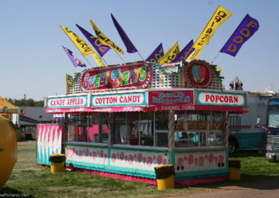 80506 sidney rides popcorn flags_MontanaPictures_Net