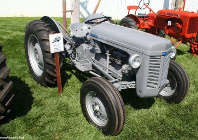 80506 sidney tractor 54 ferguson_MontanaPictures_Net
