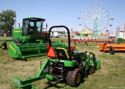 80506 sidney tractor and rides_MontanaPictures_Net