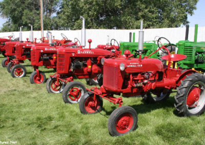 80506 sidney tractor mccormick family_MontanaPictures_Net