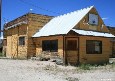 62512 wise river conoco gas 7312_MontanaPictures_Net
