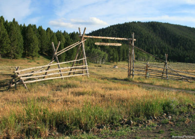 71807 stage lakeside outfitters gate 6636_MontanaPictures_Net