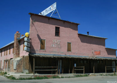 71907 Lima peat pink bar front 7589_MontanaPictures_Net